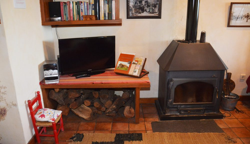 casa rural con chimenea gredos