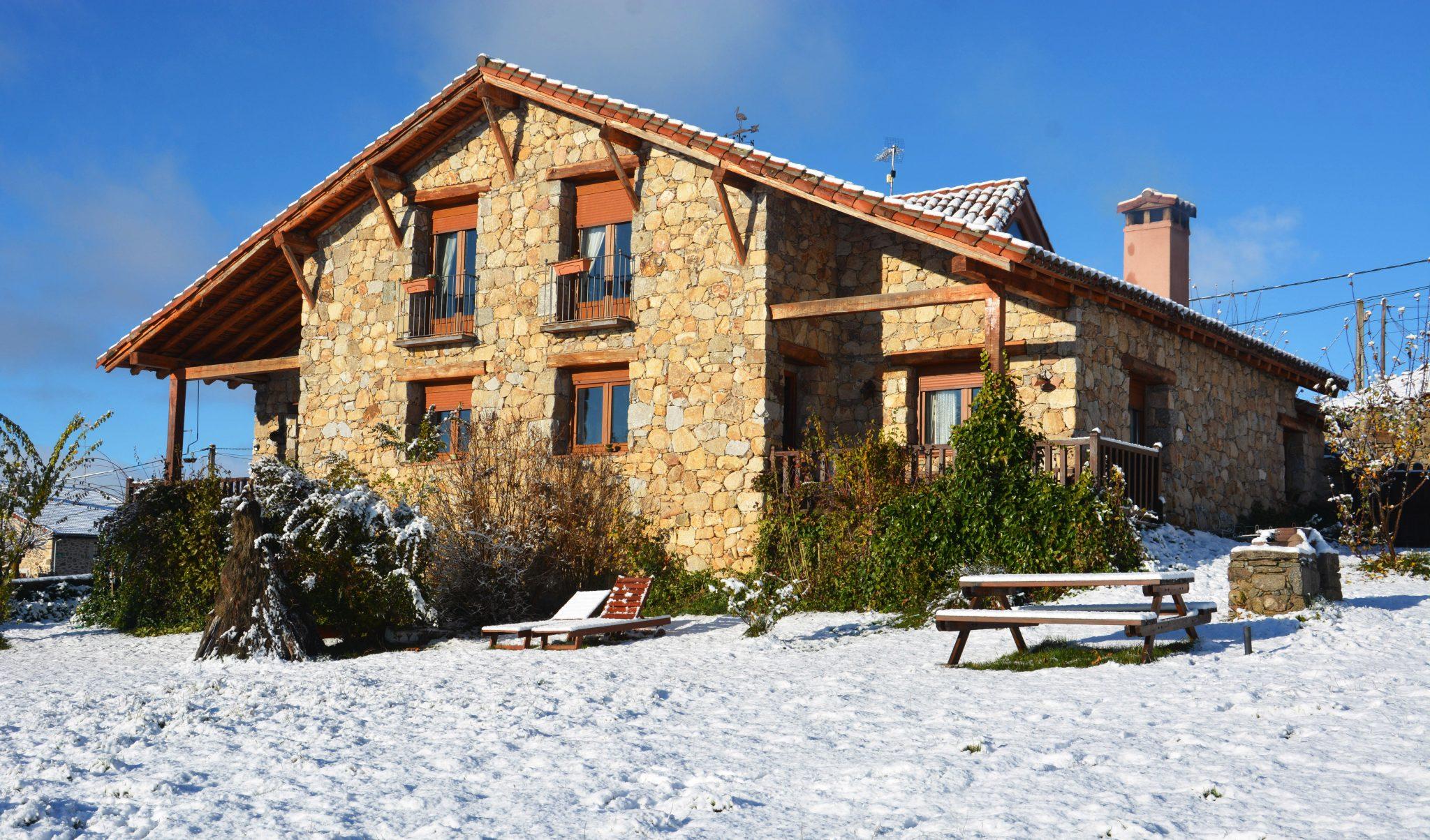 casa rural gredos con nieve