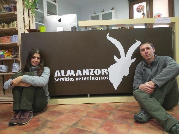 Carolina y Jaime, los emprendedores más jóvenes. Regentan la Clínica Veterinaria Almanzor.