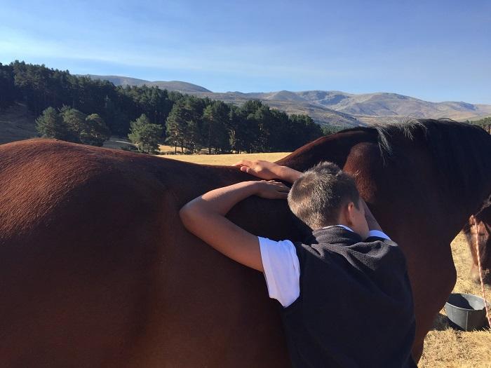 niño y caballo en Gredos