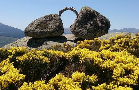 Cimbra, obra de Carlos de Gredos. Cerro Gallinero. Hoyocasero.
