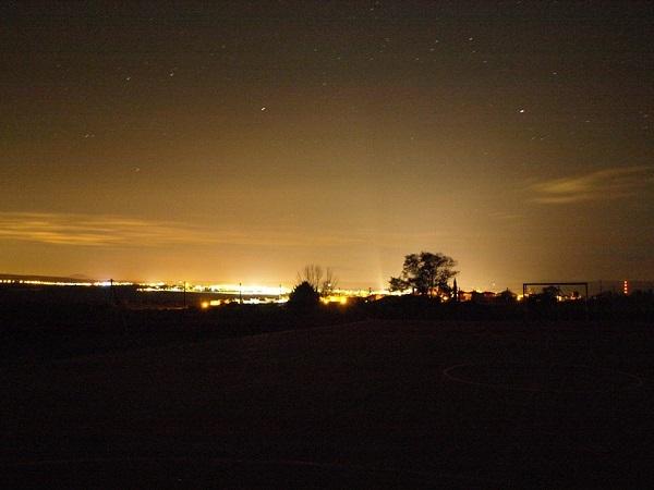 Contaminación lumínica. Ávila capital desde Narrillos de San Leonardo. Fotografía de Raúl Muñoz, presidente del Grupo de Observadores Astronómicos de Ávila (GOAA).