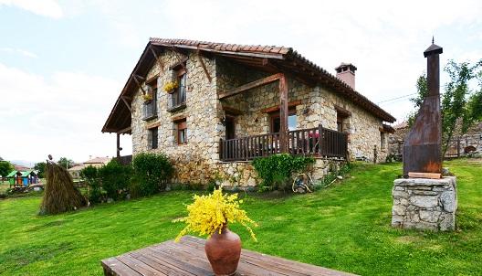 Jardín con barbacoa de La Casa del Altozano