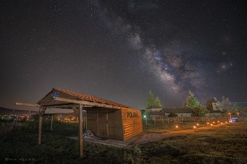 Vía Láctea sobre Polaris, el observatorio de La Casa del Altozano, en Gredos. Foto: Eduardo González.