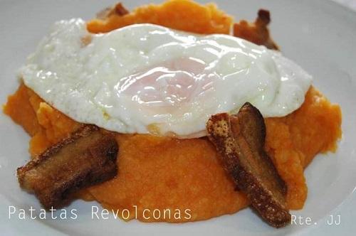 Patatas Revolconas del restaurante JJ, en Hoyos del Espino. Ávila. Comer en Gredos.