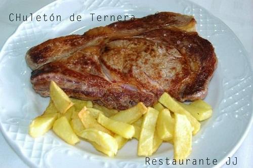 chuletón del restaurante JJ, en Hoyos del Espino. Ávila. Comer en Gredos.
