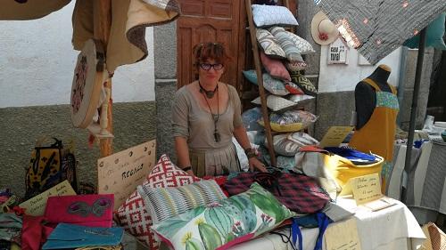 Puesto de artesanía de <em>Evita me evita</em> en Navarredonda de Gredos. Feria Medieval.
