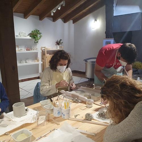 Taller de cerámica en la fragua de Navarredonda de Gredos, Ávila.